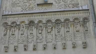 Белокаменная роспись стен Дмитриевского собора
