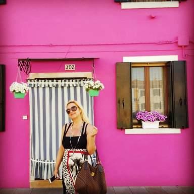 Очень розовый домик!
