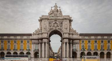 Триумфальная арка улицы Аугушта