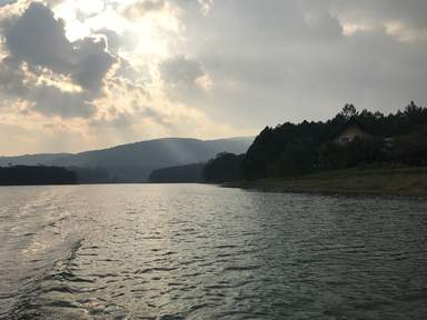 Горное озеро в Далате