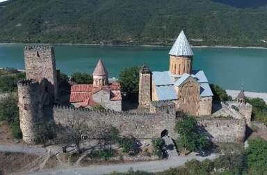Замок Ананури