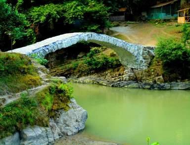 Арочный каменный мост Махунцети