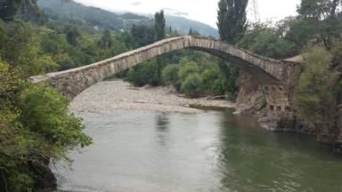 Арочный каменный мост  Дандало