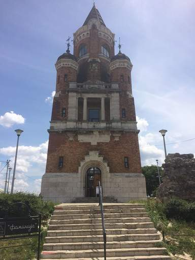 """Башня """"Тысячелетия"""" на холме Градош"""