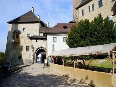 вход в замок Локет