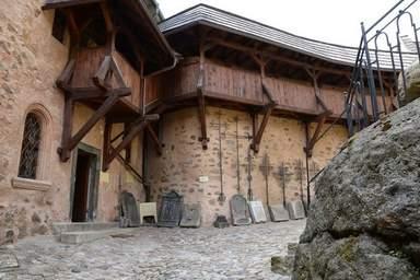 внутренний двор замка Локет