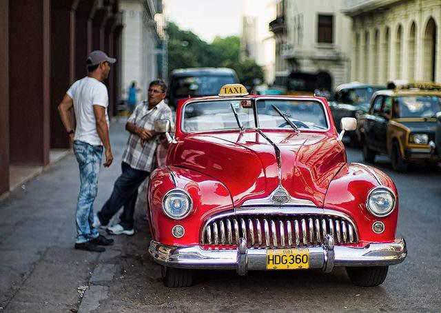 Машина на улице в Гаване