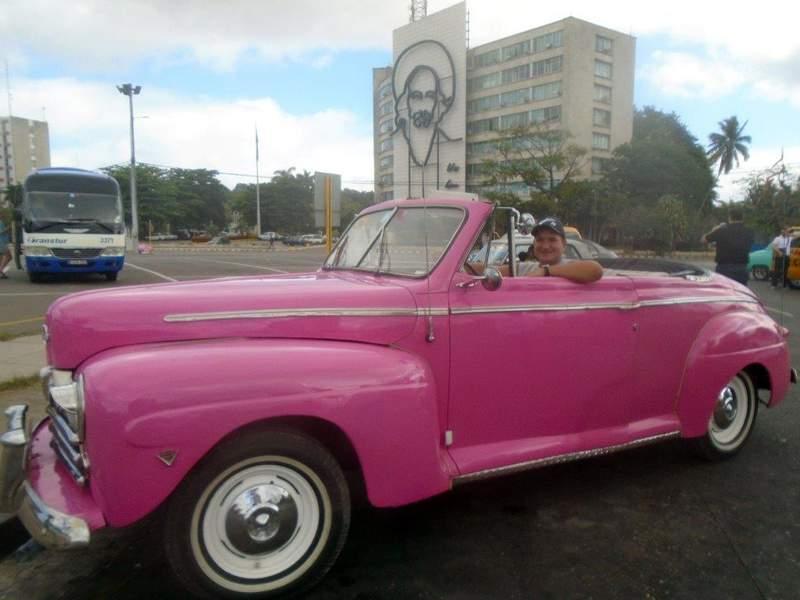 Тип автомобиля для экскурсии - классический американский ретро кабриолет