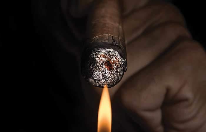 Раскуривание сигары
