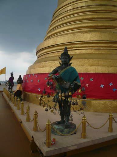 Ват Сакет , под этой ступой мощи Будды