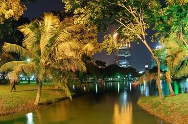 Вечерний парк Лумпини