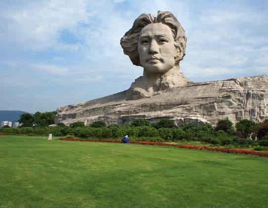 Остров Мандарина-Памятник Мао