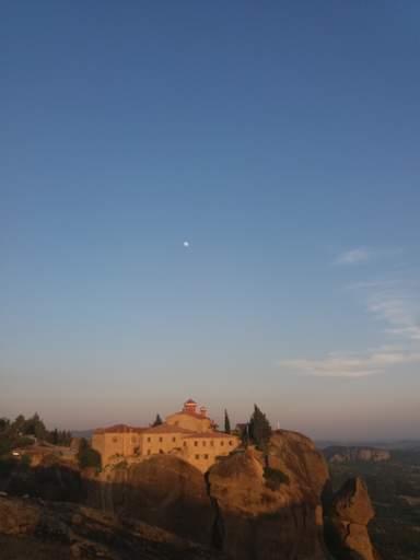 Метеора. Монастырь Св. Стефана в лучах заката.