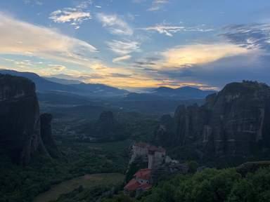 Закат в Метеоре. Монастырь Русану