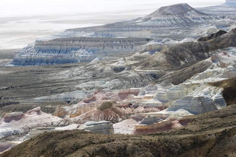 Вид с верхней точки плато Устюрт на сор Тузбаир