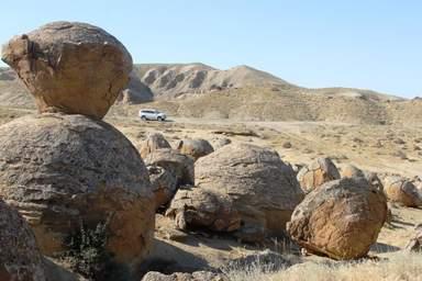 Шаровые конкреции (долина каменных шаров Торыш)