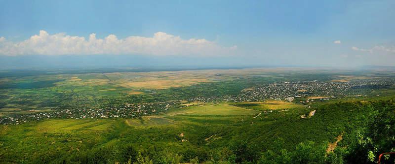 Алазанская долина и горы Северного Кавказа