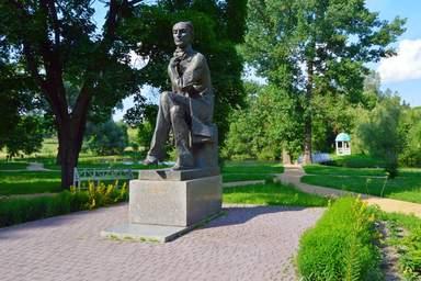 Памятник Ф.Тютчеву в с.Овстуг