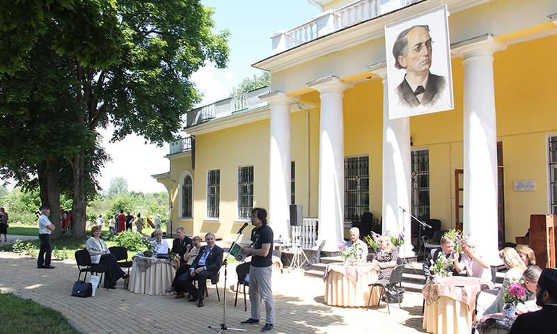 На празднике поэзии в с.Овстуг