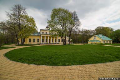 Территория музея-усадьбыв с.Овстуг