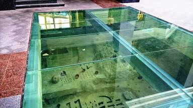Артефакты на месте раскопок дворца князя Владимира