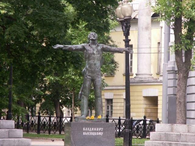 Памятник Владимиру Высоцкому на площади Петровских ворот в Москве