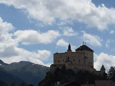 Скуоль замок Тарасп