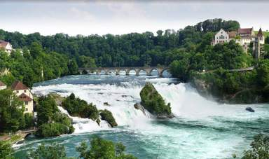 Ренский водопад, над Шаффхаузеном возвышается крепость Муно.