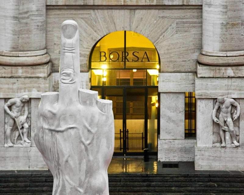 Миланская Фондовая Биржа и памятник факу