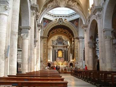 Алтарь Браманте в церкви Святой Марии