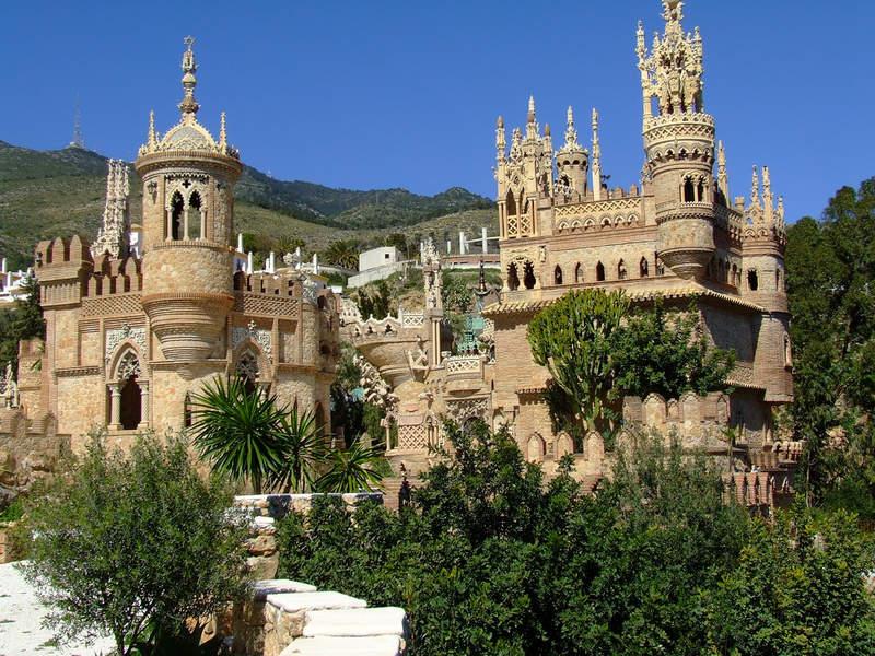 Мемориальный замок Коломарес