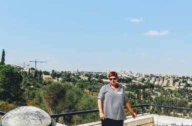 Ваш гид Алена на фоне Иерусалима