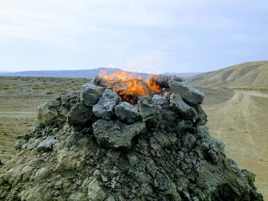 Грязевые вулканы с языками пламени