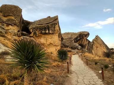 Гобустан вход в пещеру