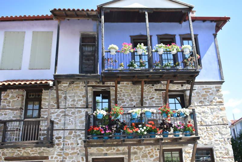 Традиционные гречские балконы