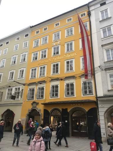 Дом где родился Моцарт.