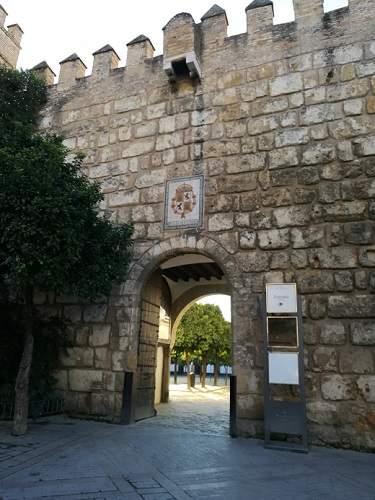 Крепостная стена 12 век.Алькасар.Севилья