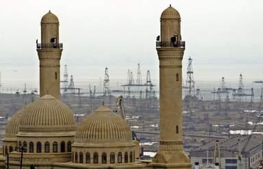 Мечеть Биби Эйбат - на фоне нефтянных вышек