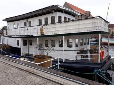 дом-лодка на канале Кристианхавн