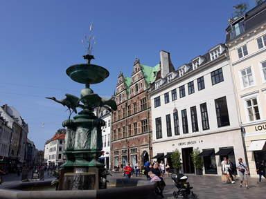 торговая пешеходная улица и центральная площадь Копенгагена