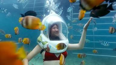 прогулка по дну океана в шлеме