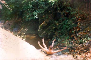 Горная река, на подступах к заброшенному храму