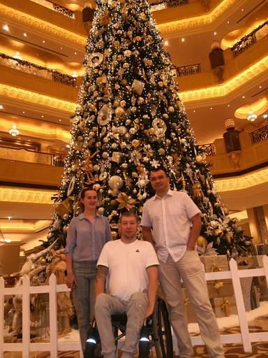 С Гостями из Москвы Андрей и Алла на обзорной экскурсии по Абу-Даби с посещением Эмиретс Палас отеля