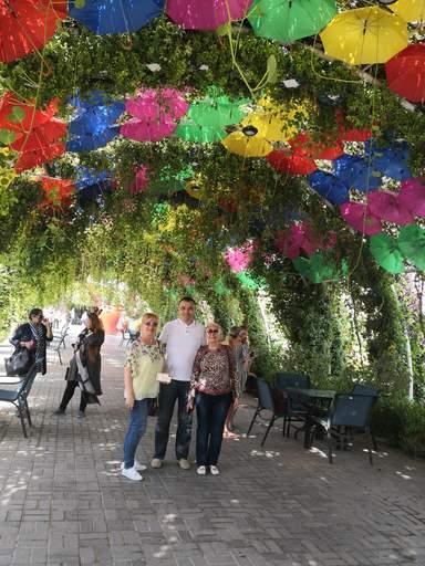 С Гостями из Украины город Днепр Любовь и Евгения на обзорной экскурсии по Дубаю с посещением Парка цветов