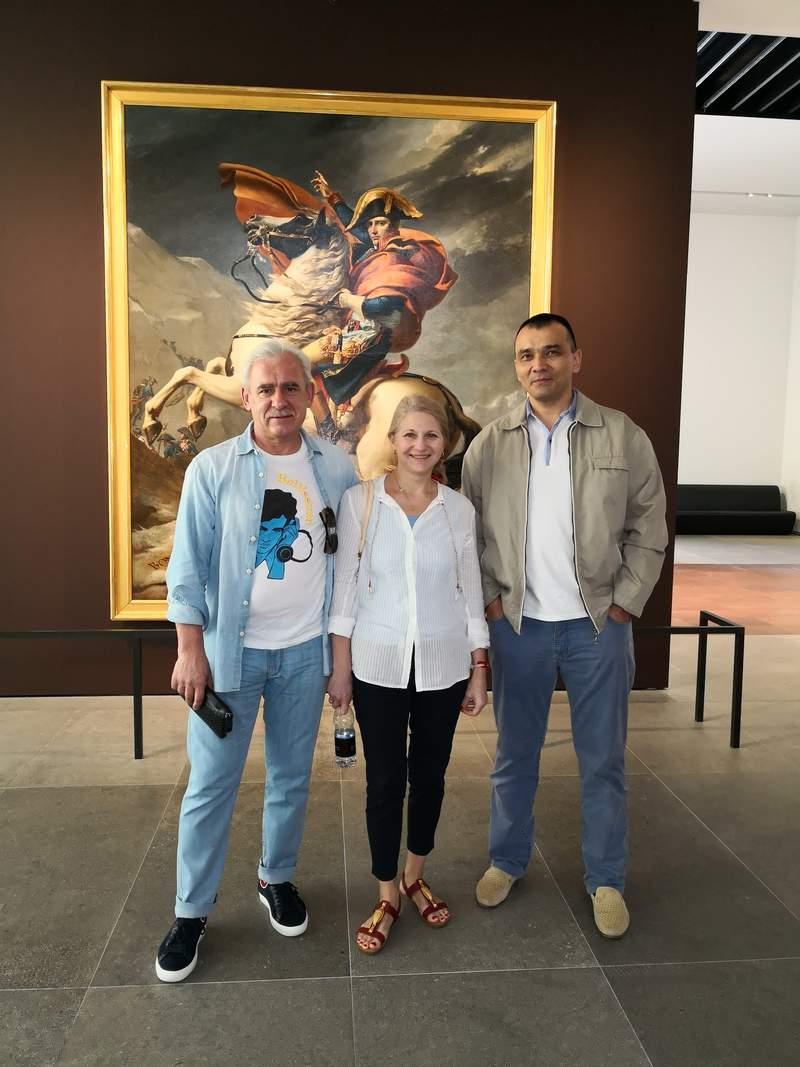 С Гостями из Москвы Владимир Светлана на обзорной по Абудаби с посещением Лувра.