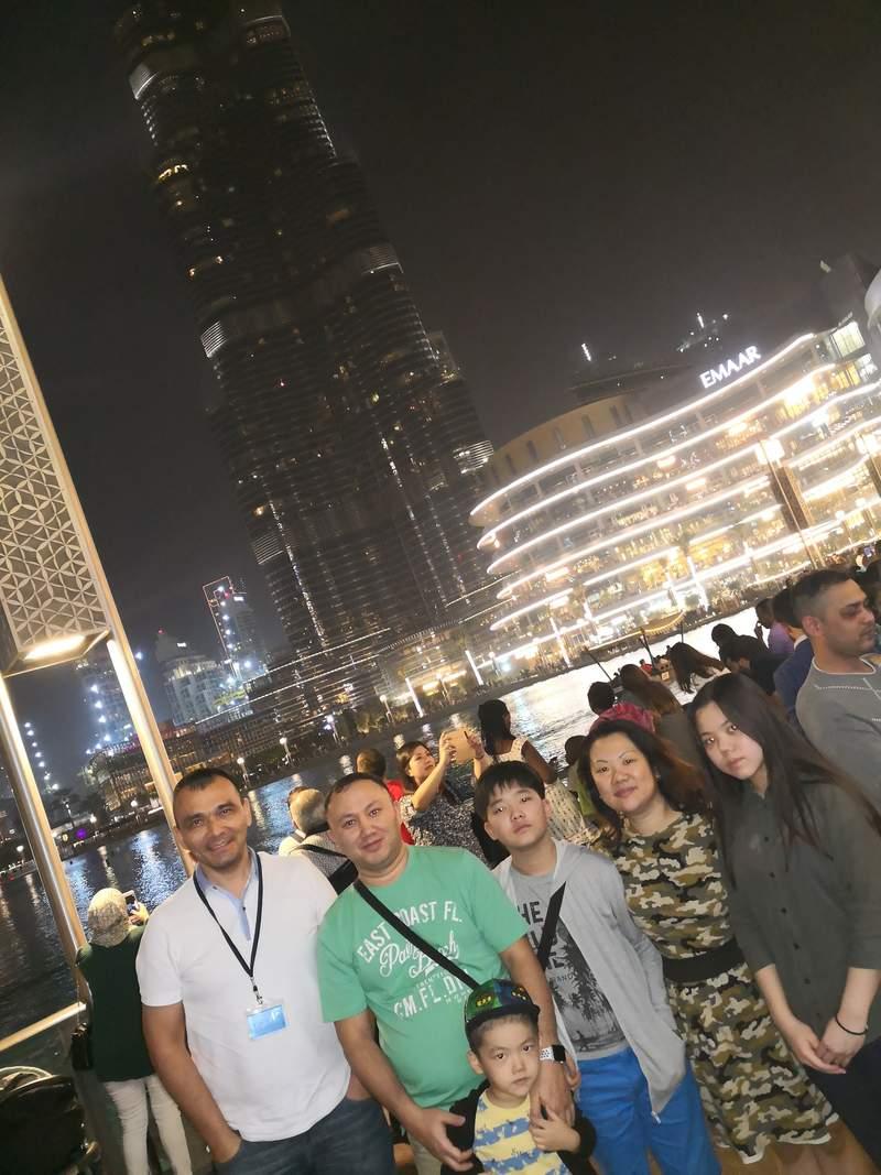 С Гостями из Казахстана Женис и Лариса с детьми на обзорной экскурсии по Дубаю