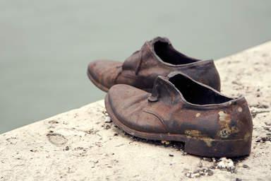 Обувь на набережной Дуная
