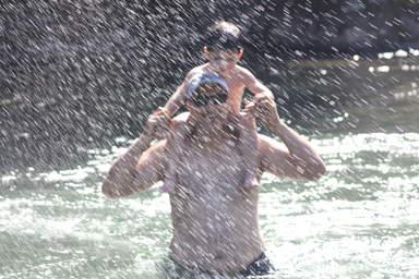 горная река совсем не холодная и для детей тоже