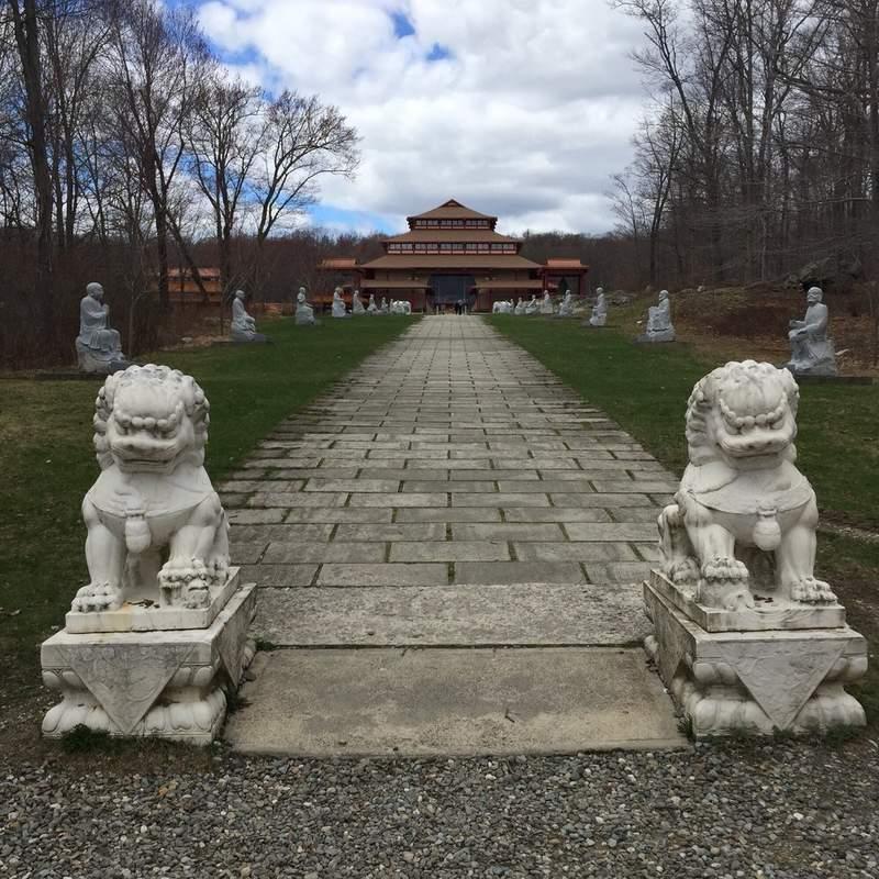 Буддийский монастырь Хинаяна.