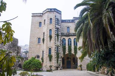 Церковь Эммаус, крепость со времен крестоносцев